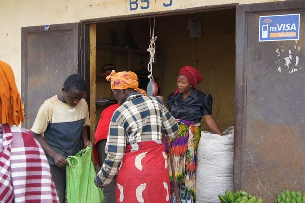 Electronic cash aid gives Rwandan refugees more options